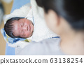 생후 2 일 소년 63138254