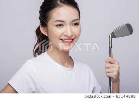 打高爾夫球女子肖像 63144898