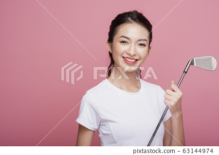 Portrait of a woman playing golf 63144974
