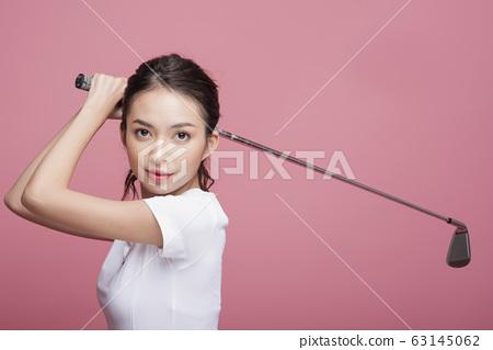 골프를하는 여성의 초상 63145062