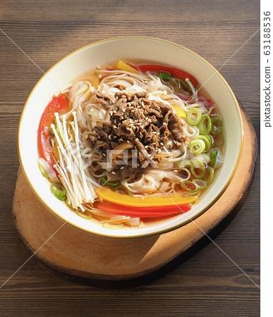 아시아 음식 소고기 쌀국수  63188536