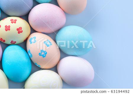 復活復活Ayadan手工製作的靛藍背景染色著色特殊雞蛋復活節彩蛋 63194492