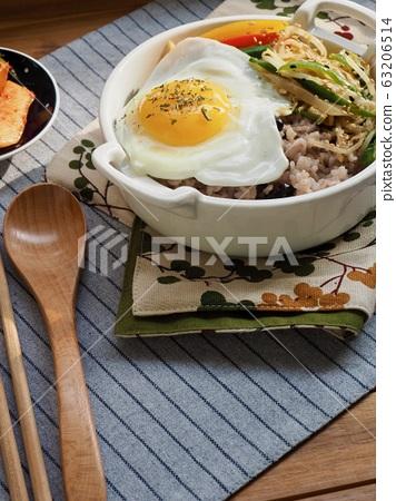 한국의 음식 비빔밥과 김치 63206514