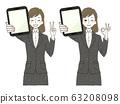 西裝女人平板電腦PC和平OK標誌 63208098