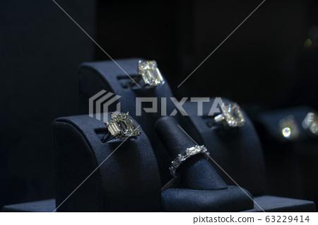 jewelry shop window 63229414