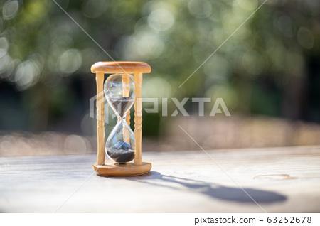 hourglass 63252678