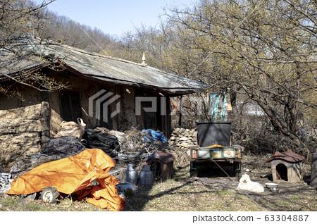 農村老被遺棄的房子 63304887