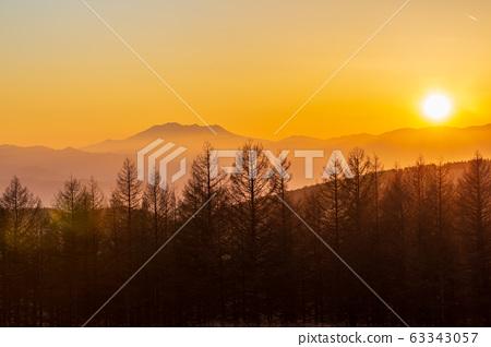 春天從霧峰高原的Ontake山日落 63343057