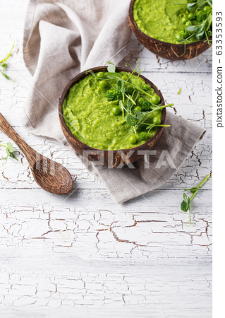 Vegan green broccoli soup or smoothie 63353593