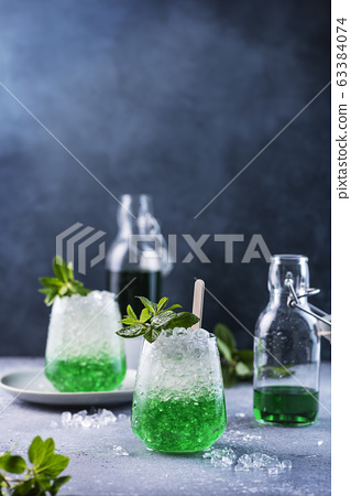 Summer cocktail with mint 63384074