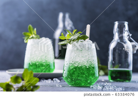 Summer cocktail with mint 63384076