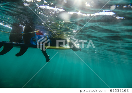 Under water view of surfer 63555168