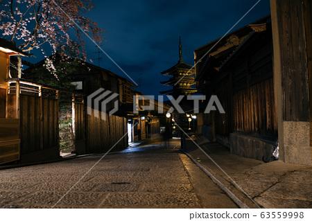 Yasaka Pagoda and Sannen Zaka street night view in Kyoto, Japan 63559998