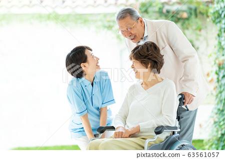 수석 부부 간병인 커플 간호 의료 이미지 63561057