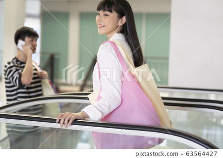 喜歡購物的女性 63564427