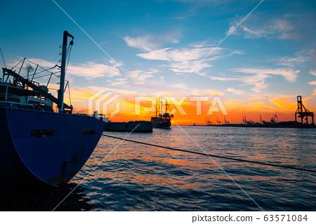 Osaka port sunset view in Japan 63571084