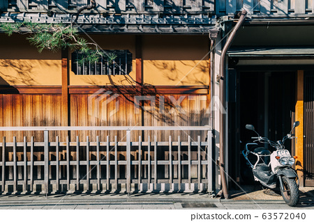 Japanese old traditional wooden house at Gion street in Kyoto, Japan 63572040