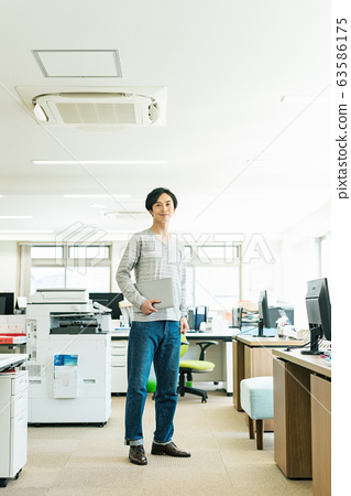 엔지니어 크리에이터 사무실 63586175