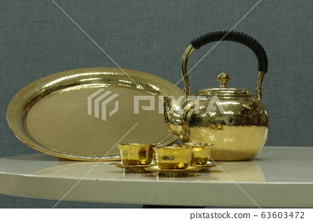 Lacquered tray and tea kettle set 63603472