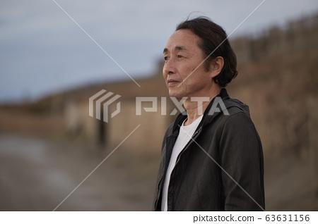 수석 남성 활성 바다 모래 63631156