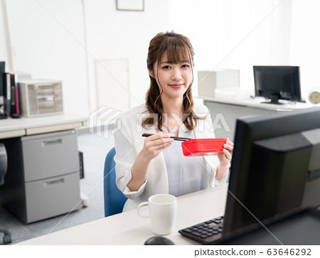 女商人 63646292
