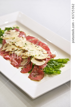 美食家的美味美食。在酒店酒吧或餐廳煮熟的食物 63725362