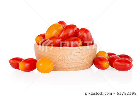 Cherry tomatoes in wood bowl isolated on white 63782398