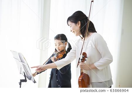 여자 어린이 바이올린 연주 연주 교실 습관 교사 학생 63866904