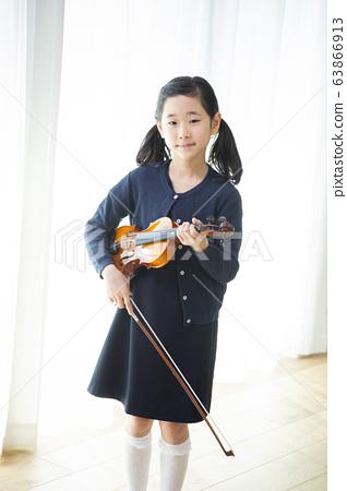 兒童小提琴演奏演奏教室學習 63866913