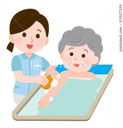 沐浴援助祖母女人照顧者圖 63887384