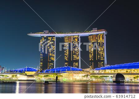 The Marina Bay Sands at night 63914712