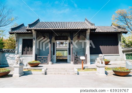 Chinese traditional house and garden 63919767