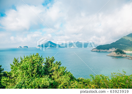 Sea and island view from Sinseondae observation platform in Geoje, Korea 63923919