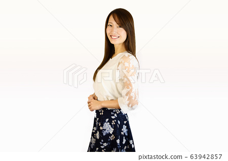 女人微笑OL 63942857