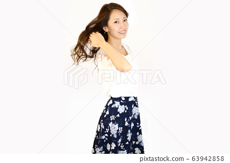 女人微笑OL 63942858