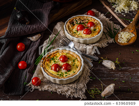 Homemade cheese quiche with garlic 63968989