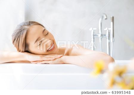女人成人美容沐浴時間沐浴放鬆幸福 63995348
