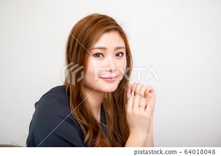 肖像肖像模型婦女日本亞洲20多歲年輕女子健康美 64018048