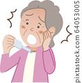 奶奶看著溫度計 64053005