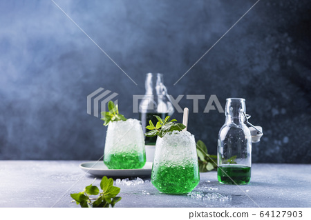 Summer cocktail with mint 64127903
