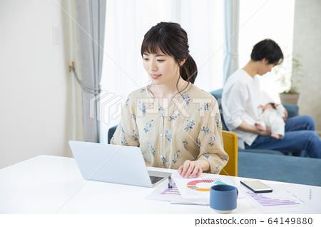商业工作妇女远程办公笔记本电脑远程办公 64149880