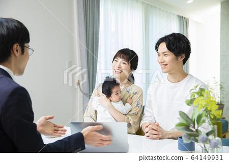 가족 가족 아기 세일즈맨 계약 64149931