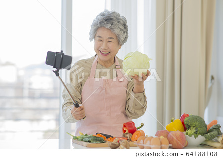 Happy senior life concept. Healthy activities in daily life of senior couple 224 64188108