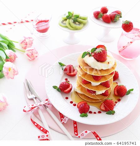 楓糖漿草莓煎餅 64195741