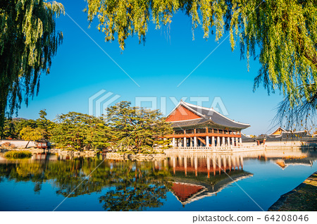 Gyeongbokgung Palace Gyeonghoeru with pond in Seoul, Korea 64208046