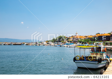 Black sea and old town in Nessebar, Bulgaria 64213101