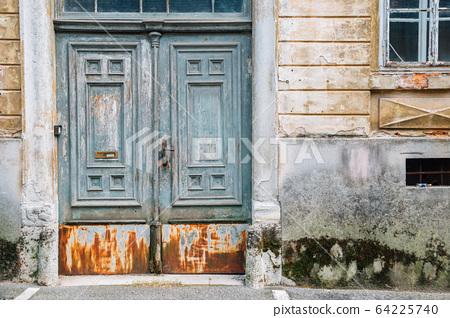 Old wooden door and wall in Zagreb, Croatia 64225740