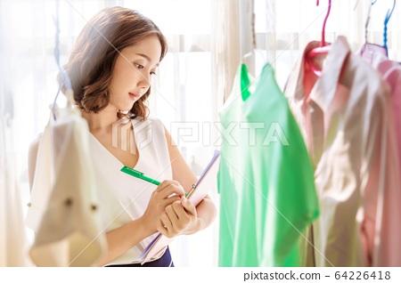 美少婦工作檢查服產品管理人素材 64226418