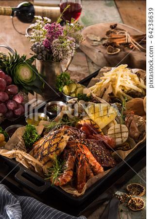 燒烤拼盤蝦菠蘿炸薯條 64238639