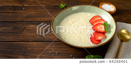 Close up of a plate with vegan taioca pudding on plant-based milk 64288401